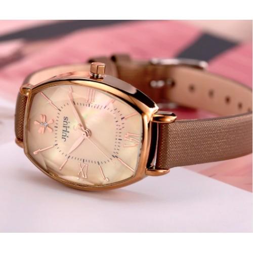 Julius Shape golden watch liggende